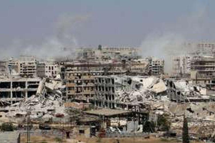Sebagian wajah kota Aleppo, ibu kota Provinsi Aleppo, yang sekaligus kota terbesar kedua di Suriah, compang-camping akibat perang saudara  yang telah berjalan sejak Maret 2011.