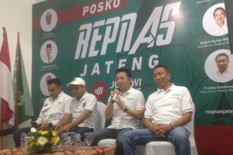 Puluhan pengusaha muda yang tergabung dalam Relawan Pengusaha Muda Nasional (Repnas) Jawa Tengah mendeklarasikan mendukung pasangan Joko Widodo dan Maruf Amin di Pilpres 2019 di Semarang, Jumat (14/12/2018)
