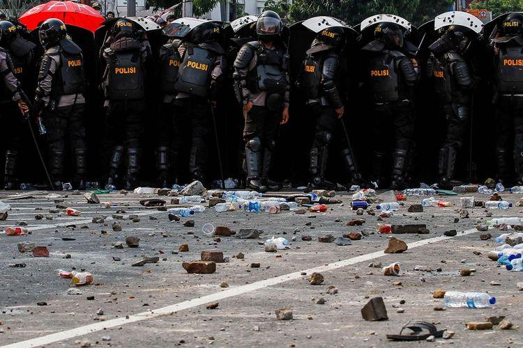 Kericuhan terjadi saat demonstrasi menolak UU Cipta Kerja di kawasan Istana Negara, Jakarta, Kamis (8/10/2020).