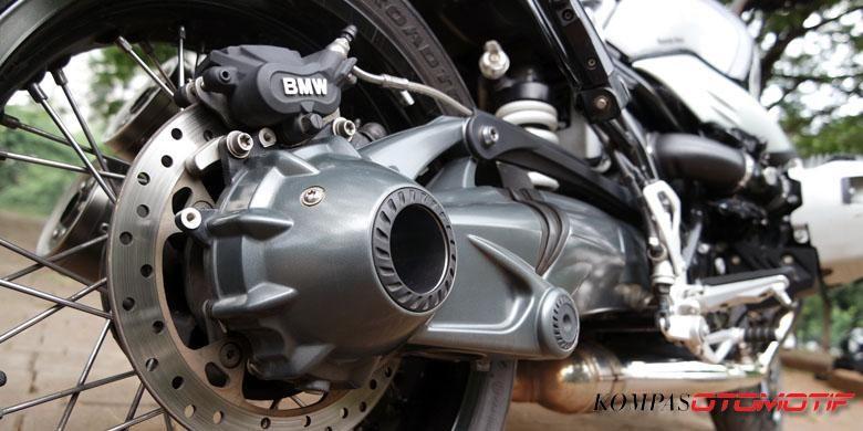 Single swing arm Paralever ciri khas BMW Motorrad di R NineT.