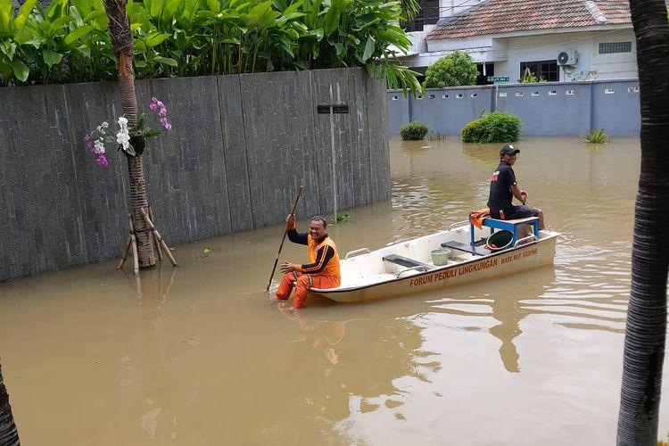 Banjir di perumahan Kelapa Nias, Kelapa Gading, Jakarta Utara, Minggu (23/2/2020).