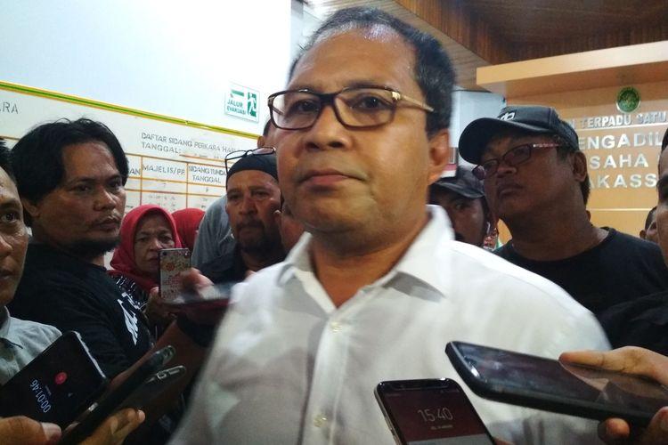 Eks Wali Kota Makassar Mohammad Ramdhan Pomanto saat diwawancara usai persidangan gugatan SK Demosi 1.073 ASN di PTUN Makassar, Jalan Raya Pendidikan, Selasa (10/1/2020).