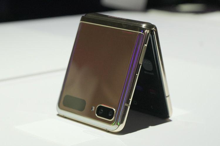 Samsung Galaxy Z Flip saat dilipat.