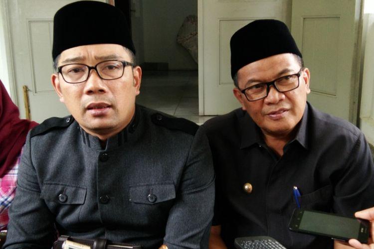 Wali Kota Bandung Ridwan Kamil bersama Wakil Wali Kota Bandung Oded M Danial usai rapat pimpinan di Pendopo, Jalan Dalemkaum, Senin (15/1/2018).