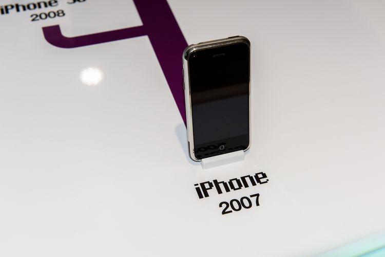 Penampakan iPhone pertama yang dirilis tahun 2007 lalu