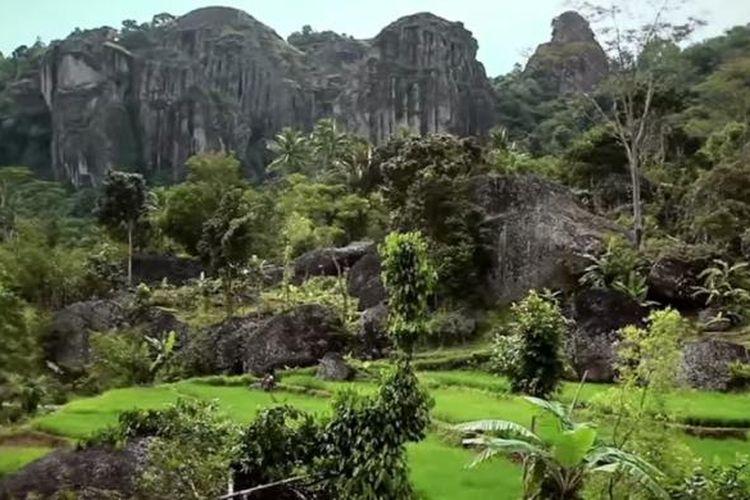 Kawasan Gunung Sewu membentang dari Gunungkidul, Wonogiri, dan Pacitan.