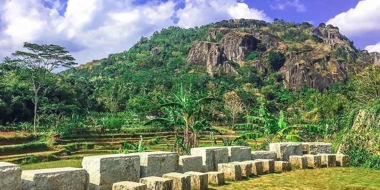 Pemandangan Gunung Api Purba yang dapat dilihat dari Pawon Purba and Homestay di Desa Wisata Nglanggeran, Yogyakarta (Facebook Pawon Purba).