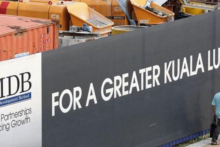 Salah satu iklan perusahaan investasi Malaysia, 1MDB di salah satu sudut ibu kota Kuala Lumpur.