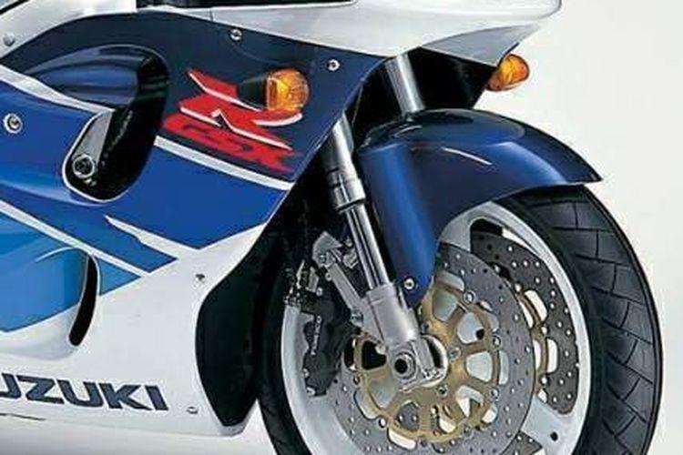 Suspensi upside down milik Suzuki GSX-R400 merupakan limbah moge yang banyak dipakai