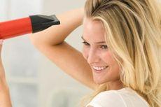 Hindari Menggunakan Pengering Rambut Terlalu Sering