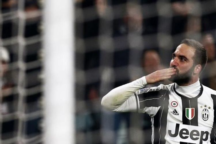 Ekspresi penyerang Juventus, Gonzalo Higuian, setelah mencetak gol ke gawang Napoli pada pertandingan semifinal pertama Coppa Italia di Juventus Stadium, 28 Februari 2017.
