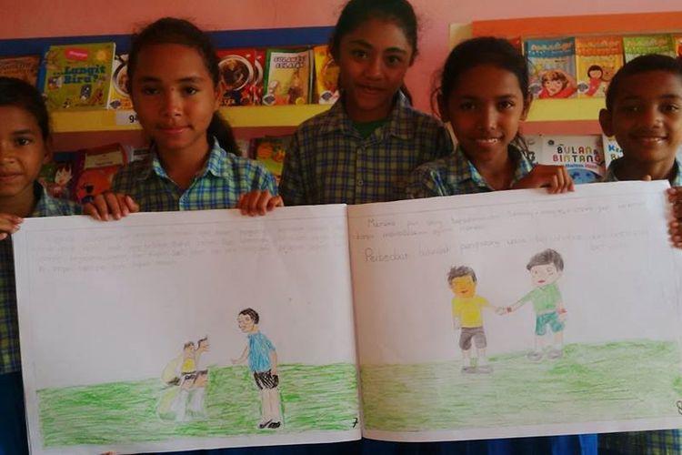 Hasil mengarang anak-anak di buku besar dalam rangka peringatan HUT ke-72 RI yang diselenggarakan oleh Gramedia dan TB Pelangi