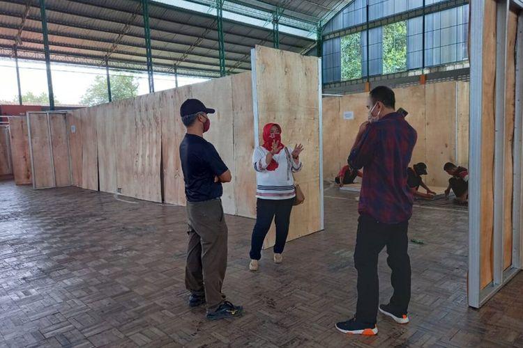 Tempat karantina bagi pemudik di GOR Satria Purwokerto, Kabupaten Banyumas, Jawa Tengah.