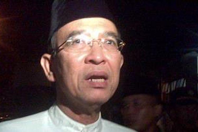 Menteri Agama Suryadharma Ali bertakziah ke rumah almarhum Ustaz Jeffry al-Buchori pada Minggu (28/4/2013). Kedatangannya ke rumah Uje untuk mengucapkan rasa belasungkawa kepada keluarga yang telah ditinggalkan.