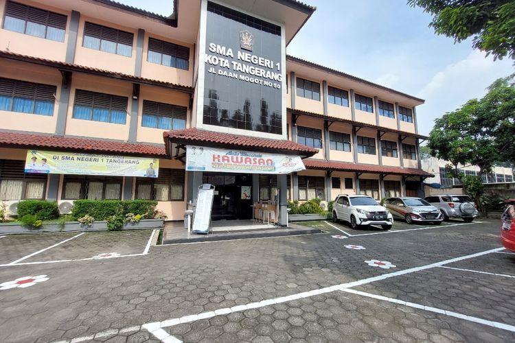 Suasana di SMAN 1, Sukaasih, Kecamatan Tangerang, Kota Tangerang, pada saat penerimaan peserta didik baru (PPDB) jalur zonasi hari kedua, Selasa (22/6/2021).