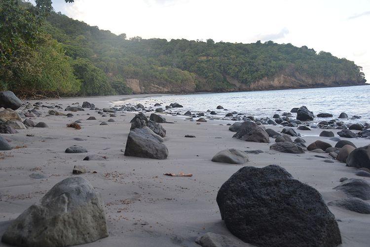 Pantai Enagera di bagian selatan dari Kabupaten Nagekeo sangat eksotis saat matahari terbenam. Obyek wisata ini sedang gencar dipromosikan oleh pemuda atau kaum milenial Maupongo dengan memulai Festival Pantai Enagera-Maupongo-Nagekeo, Flores, NTT, Selasa (26/2/2019).