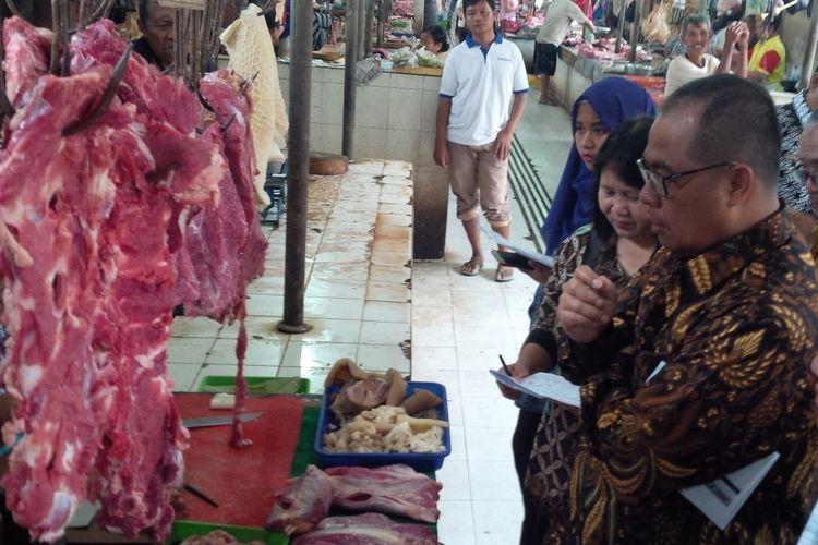 TPID Surakarta melakukan sidak kebutuhan pokok di Pasar Gede Solo, Jawa Tengah, Rabu (20/3/2019).