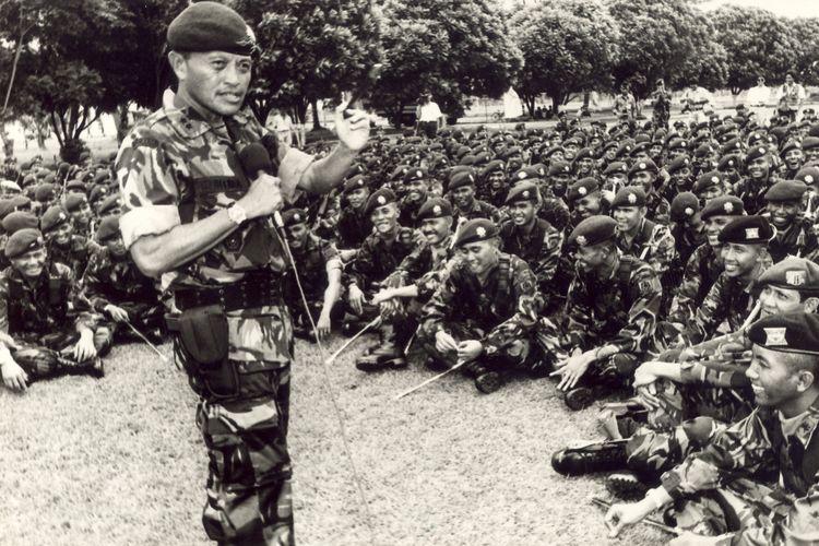 Panglima Komando Cadangan Strategis Angkatan Darat (Pangkostrad) (Agustus 1992-Agustus 1994).