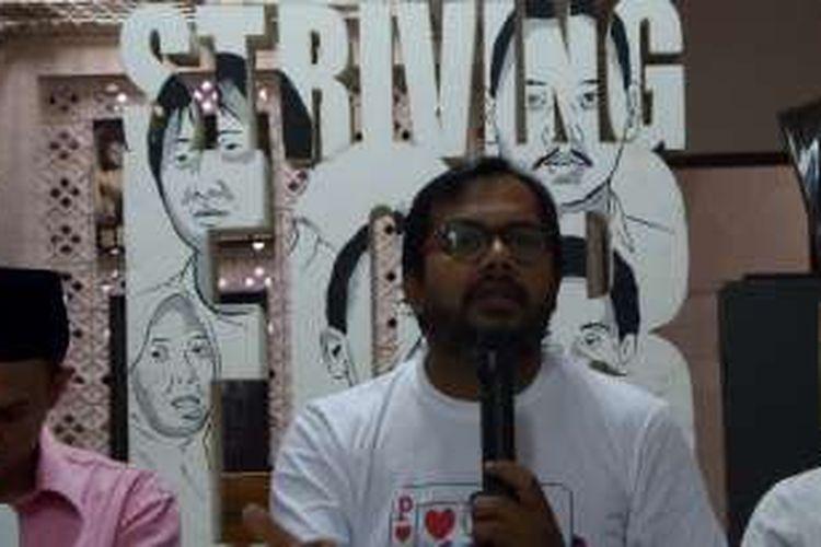 Koordinator Kontras, Haris Azhar di Kantor Kontras, Senen, Jakarta, Minggu (19/6/2016).
