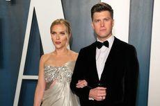 Colin Jost Pamer Cincin Usai Nikahi Scarlett Johansson