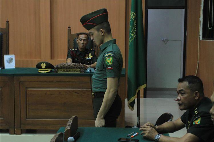 Prada DP saat menjalani sidang di Pengadilan Militer I-04 Palembang, Kamis (8/8/2019). Ia menjalani sidang karena telah melakukan pembunuhan serta mutilasi terhadap pacarnya sendiri Fera Oktaria (21).