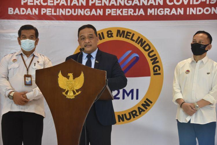 Kepala Badan Pelindungan Pekerja Migran Indonesia (BP2MI) Benny Rhamdani (tengah) di kantor BP2MI, Jakarta, Selasa (4/8/2020).
