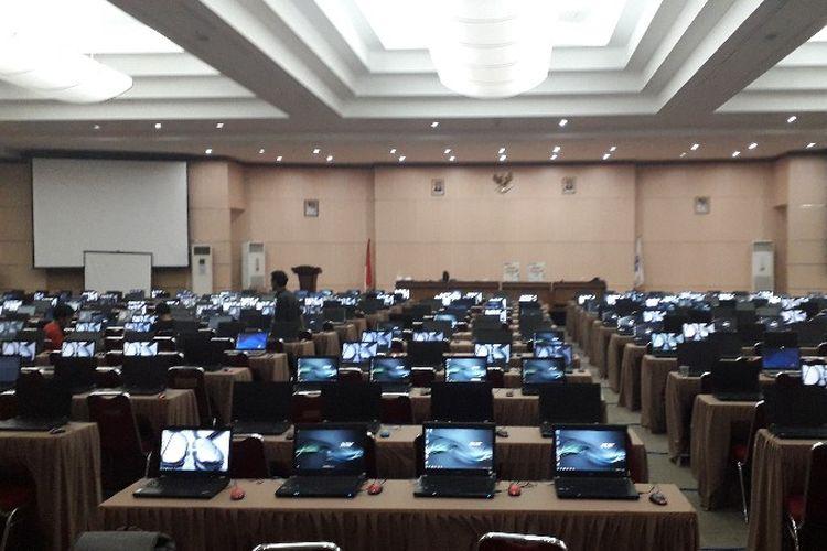 Ruang tes Calon Pegawai Negeri Sipil (CPNS) di MH. Thamrin, gedung Wali Kota Jakarta Barat pada Jumat (26/10/2018).