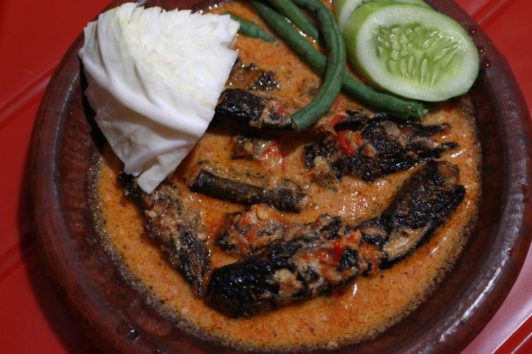 Ilustrasi sambal pecak khas Betawi dan Sunda.
