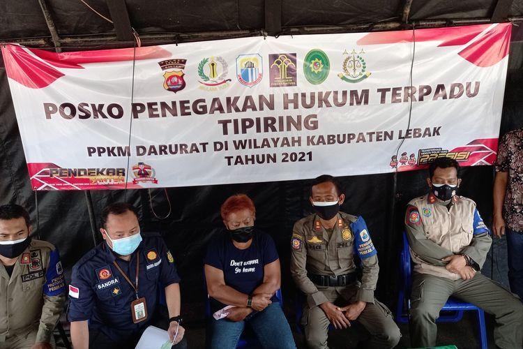 Komariah (60) penjual uduk di Rangkasbitung divonis denda Rp400.000 lantaran melanggar aturan PPKM Darurat, Jumat (16/7/2021).