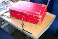 Kotak Dokumen Milik PM Inggris Tertinggal di Kereta Api