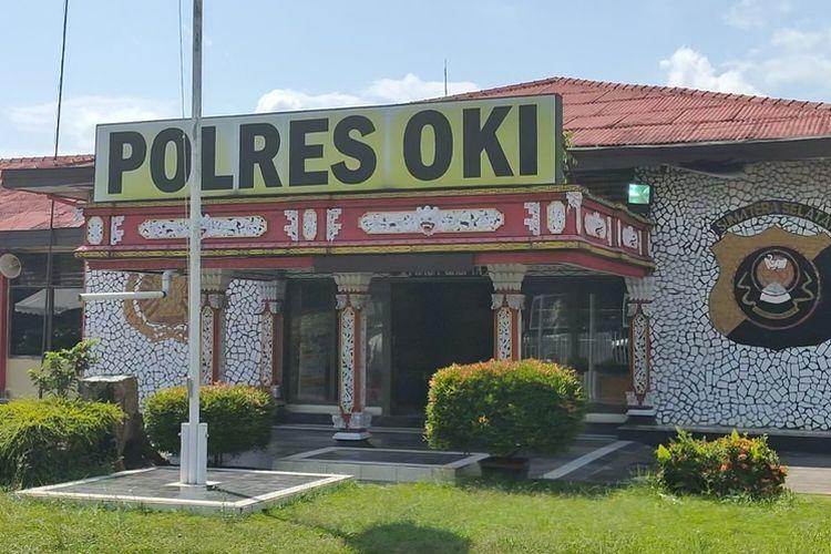Kantor Kepolisian Polres Ogan Komering Ilir Sumatera Selatan yang menjadi lokasi penyerangan Indra Oktomi Minggu dini hari kemarin.
