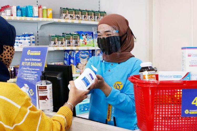 Pembatasan Sosial Berskala Besar membuat konsumen enggan langsung membeli ke apotek karena memakan waktu dan harus keluar rumah.