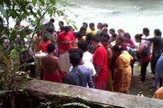Umat Hindu Gelar Ritual Tusuk Tubuh Pakai Besi