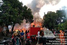 Kebakaran Landa Permukiman di Pinggir Kali Ciliwung di Manggarai