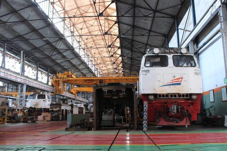 Lokomotif kereta api di Balai Yasa Yogyakarta.
