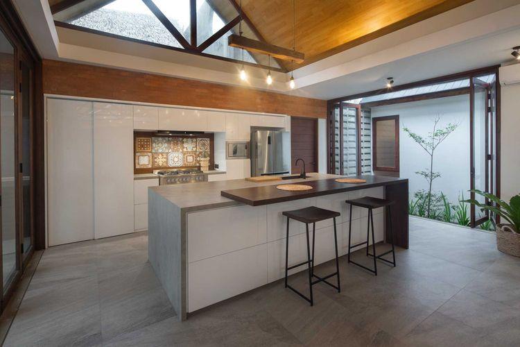Dapur Batu Karas Villa karya Erwin Kusuma