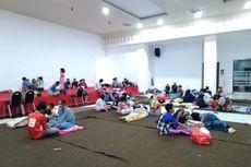 Ketika Warga Kampung Duri Harus Tidur Berdempetan hingga Meriang di GOR Cengkareng