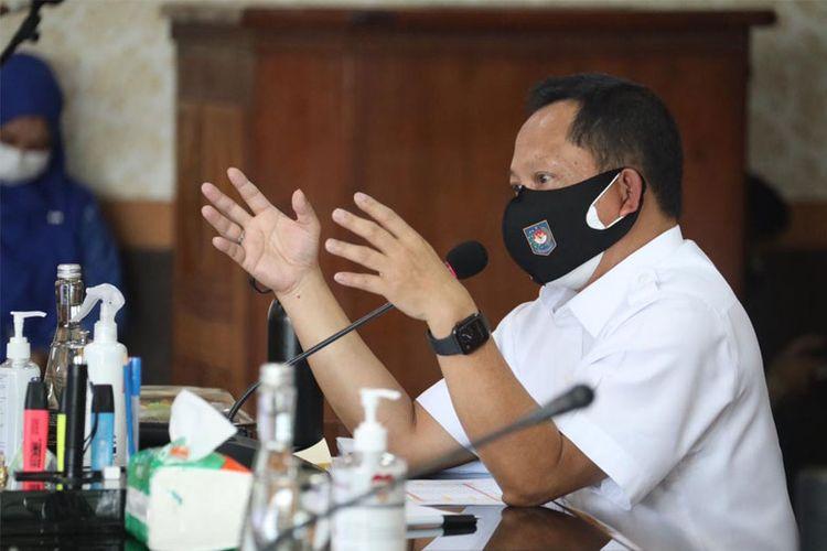 Menteri Dalam Negeri Muhammad Tito Karnavian saat mengunjungi Kantor Bupati Bekasi, Jumat (23/7/2021).