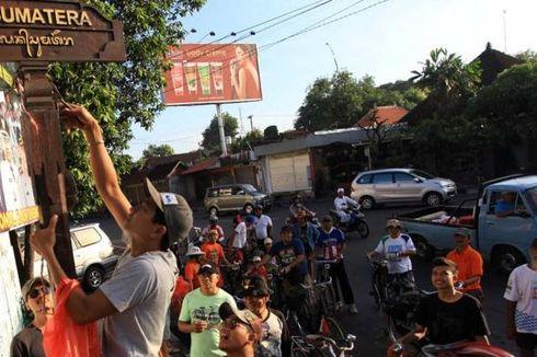 Komunitas Sepeda Denpasar Lakukan Cabut Paku di Hari Libur Imlek