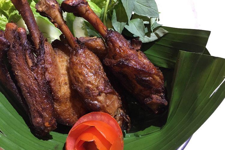Bebek bumbu rempah di Restoran Ayam Bebek Angsa Masak Di Kuali