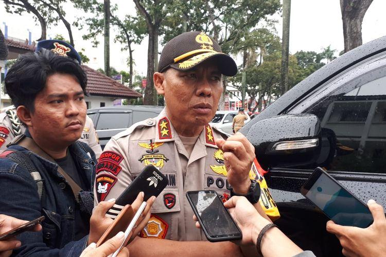 Kapolda Sumatera Selatan Irjen Pol Zulkarnain Adinegara memberikan keterangan terkati kasus dugaan pemerkosaan bidan Y usai menghadiri rapat koordinasi Pengendalian Kebakaran Hutan (Karhutla) Provinsi Sumsel, di kantor Gubernur Sumsel, Selasa (12/3/2019).