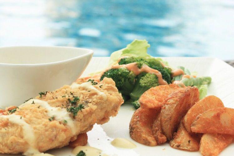 Chicken Maryland, salah satu hidangan Chef Suggestion di Hotel Santika Slipi Jakarta bulan Juli 2017.