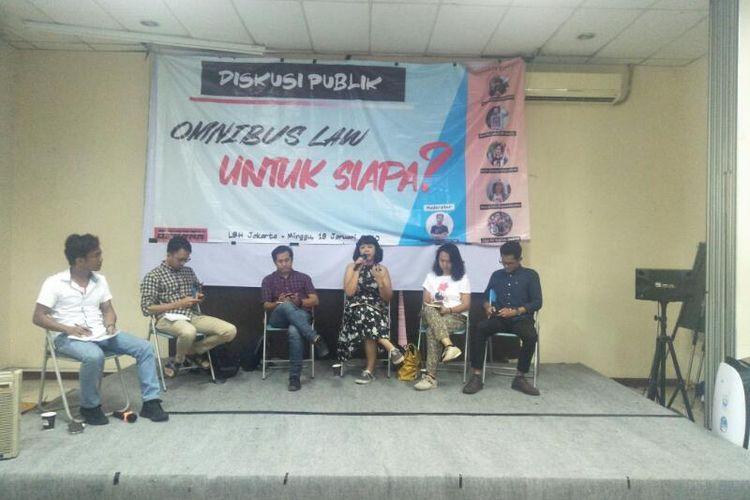 Acara Diskusi Publik Bertajuk Omnibus Law untuk Siapa? di Kantor LBH Jakarta, Minggu (19/1/2020)
