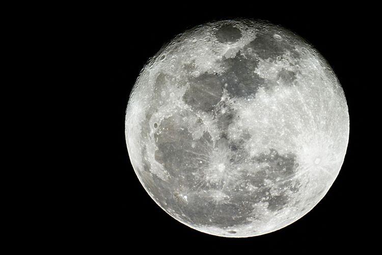 Ilustrasi Bulan. Satelit alami Bumi, Bulan memiliki ukuran seperti planet. Bahkan, di dalam Tata Surya dikenal dengan double planet atau planet ganda, karena ukurannya yang lebih besar dari Bumi.