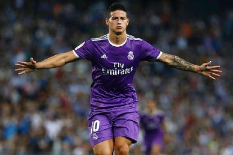 James Rodriguez merayakan gol pertama Real Madrid ke gawang Espanyol pada lanjutan La Liga, Minggu (18/9/2016).