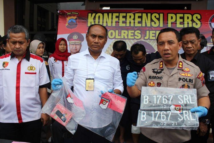 Kepolisian menggelar konferensi pers terkait pembunuhan sopir grab asal Kudus di Mapolres Jepara, Jateng, Rabu (4/3/2020)