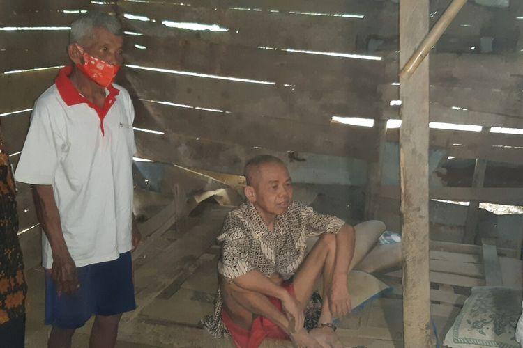 Sutarman, ODGJ yang kaki kirinya diikat rantai dililitkan di tiang rumahnya Desa Bawu, Kecamatan Kemusu, Kabupaten Boyolali, Jawa Tengah, Selasa (1/12/2020).