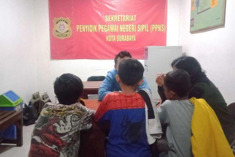 Tiga remaja yang diduga akan tawuran di Surabaya diamankan Satpol PP Kota Surabaya, Jumat (7/2/2020).