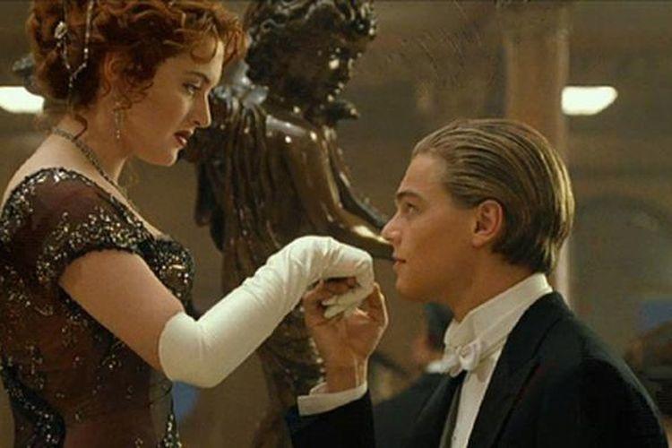 Adegan dalam film Titanic yang dibintangi oleh Leondardo DiCaprio dan Kate Winslet.