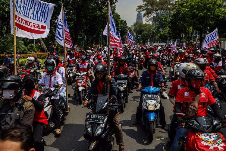 Ilustrasi massa dari Konfederasi Serikat Buruh Seluruh Indonesia (KSBSI) menggelar aksi unjuk rasa.